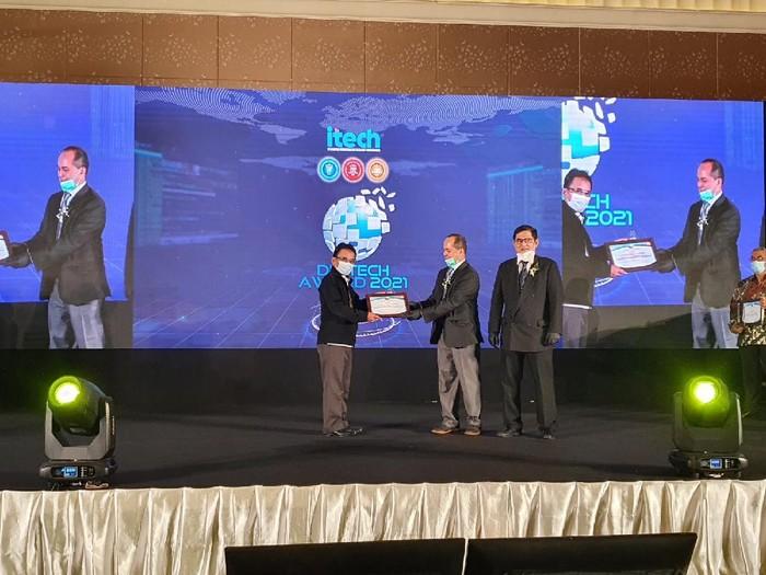 PT Brantas Abipraya menyabet Digital Technology & Innovation (Digitech) Award 2021.