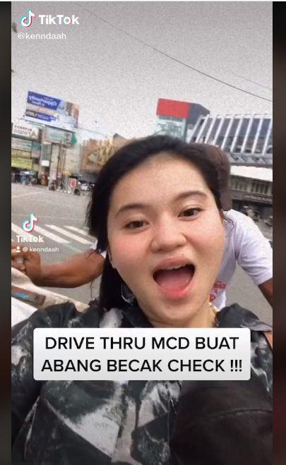 Keren! Wanita Ini Pesan Makanan Drive Thru Naik Becak