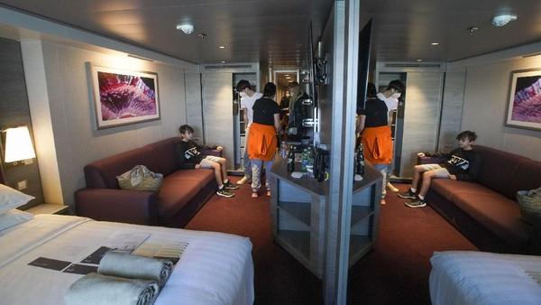 Setelah menjemput penumpang, kapal pesiar itu akan berlayar menuju Napoli, Cagliari, dan Malta.