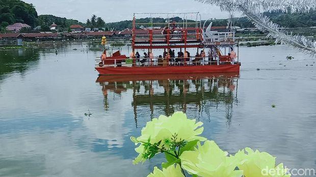 Kapal tradisional di Rawa Jombor