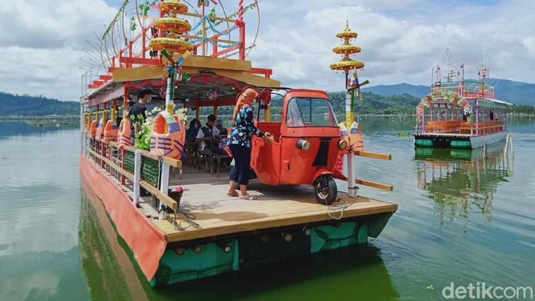 Kapal tradisoonal di Rawa Jombor, Klaten