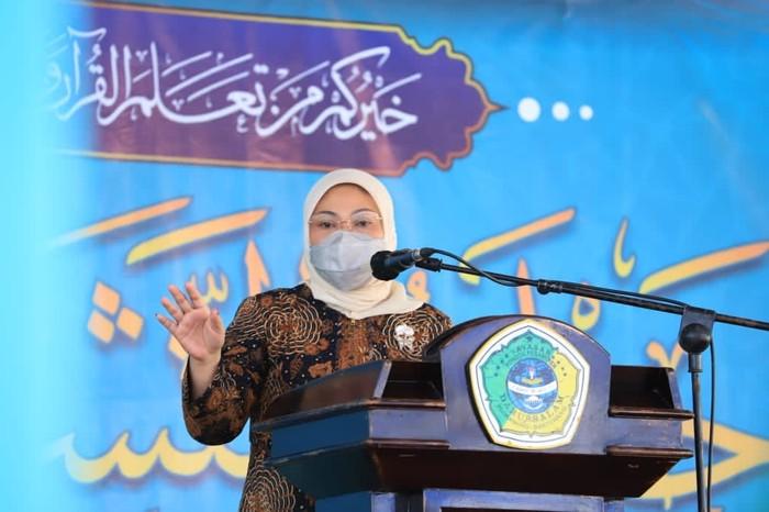 Menteri ketenagakerjaan Ida Fauziyah melakukan peninjauan Balai Latihan Kerja (BLK) Komunitas Darussalam Blokagung dan BLK Komunitas Bustanul Falah di Banyuwangi, Jawa Timur.