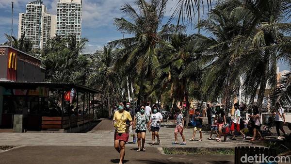 Selain Ancol, wisatawan juga mengunjungi sejumlah tempat wisata lainnya.
