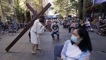 Melihat Prosesi Jalan Salib di Australia