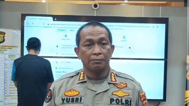 Pengemudi Fortuner (menghadap belakang) yang viral dihadirkan di Polda Metro Jaya (tangkapan layar IG @humaspoldametrojaya)