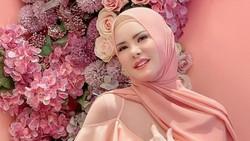 6 Potret Artis Indonesia Berdarah Tionghoa yang Putuskan Jadi Mualaf