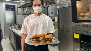 Burger dengan Patty Juicy dan Keju Swiss Lumer Racikan Chef Arsyan