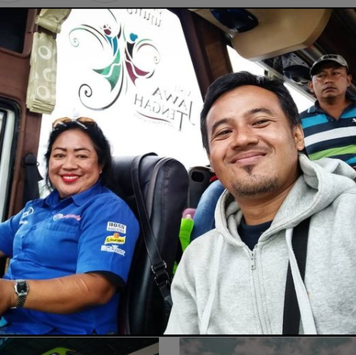 Driver bus wanita di bus PO Haryanto, Bekti Rahayu