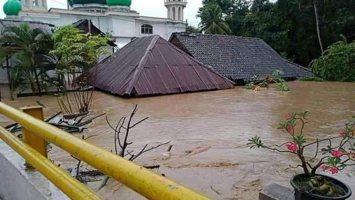 Hujan intensitas tinggi menyebabkan banjir di wilayah Bima NTB, ribuan warga terdampak (dok Istimewa)
