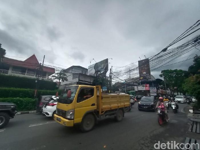Kondisi arus lalin di Ledeng, Bandung menuju ke Lembang.