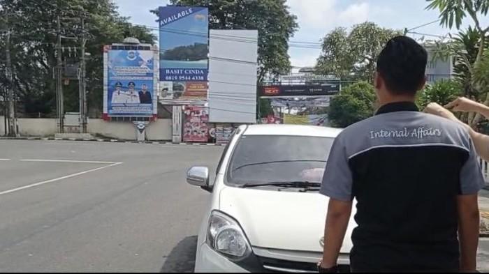 Suara ledakan terdengar di depan Mapolres Pangkalpinang, Provinsi Bangka Belitung (Babel). Bunyi ledakan itu sempat menggegerkan warga yang melintas di kawasan tersebut. Suara ledakan disebabkan tupai masuk ke dalam gardu PLN.