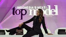 7 Aksi Luna Maya Jadi Juri Kontes Model, Dituding Sepelekan Kesehatan Mental