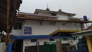 Penampakan Atap Masjid di Jagakarsa Bolong Tersambar Petir