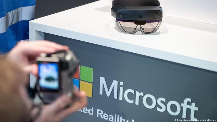 Microsoft akan Lengkapi Tentara AS dengan Headset Augmented Reality
