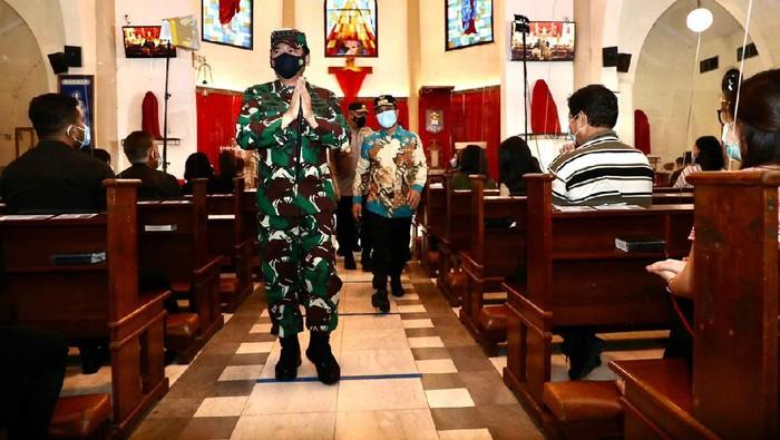 Panglima TNI Marsekal Hadi Tjahjanto Kunjungi Gereja-gereja di Makassar
