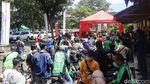 Penampakan Membludaknya Antrean Vaksinasi Drive Thru di Ubaya