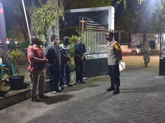 Sebanyak 700 personel gabungan disiapkan untuk mengamankan perayaan Paskah. Selain bersama TNI, Polres Ngawi juga melibatkan Banser.