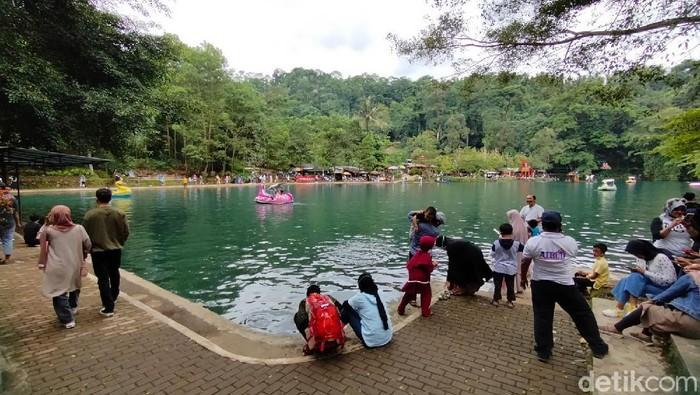 Pengunjung padati Situ Cipanten, Majalengka.