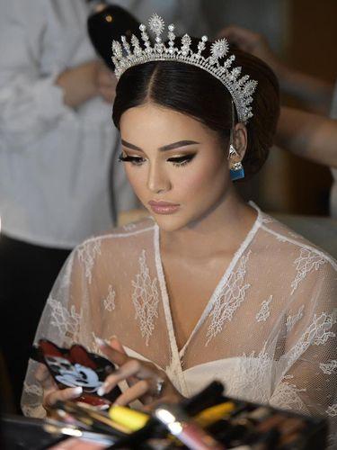 Riasan makeup Aurel Hermansyah bikin pangling.