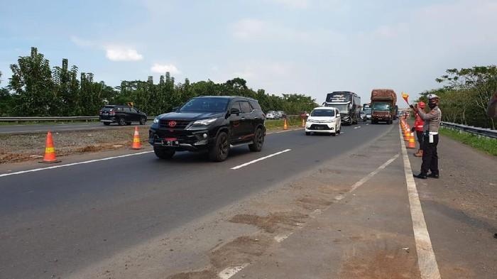 Ruas Tol Cipali Km 122 yang amblas kini bisa digunakan kembali