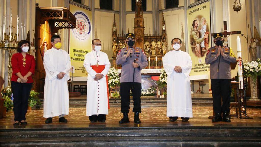 Tinjau Pengamanan Katedral Jakarta, Kapolri Minta Umat Beribadah dengan Tenang
