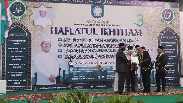 Wamenag Zainut Tauhid Saadi hadir dalam acara Haflatul Ikhtitam Pondok Pesantren Asshiddiqiyah di Kedoya, Jakarta Barat.