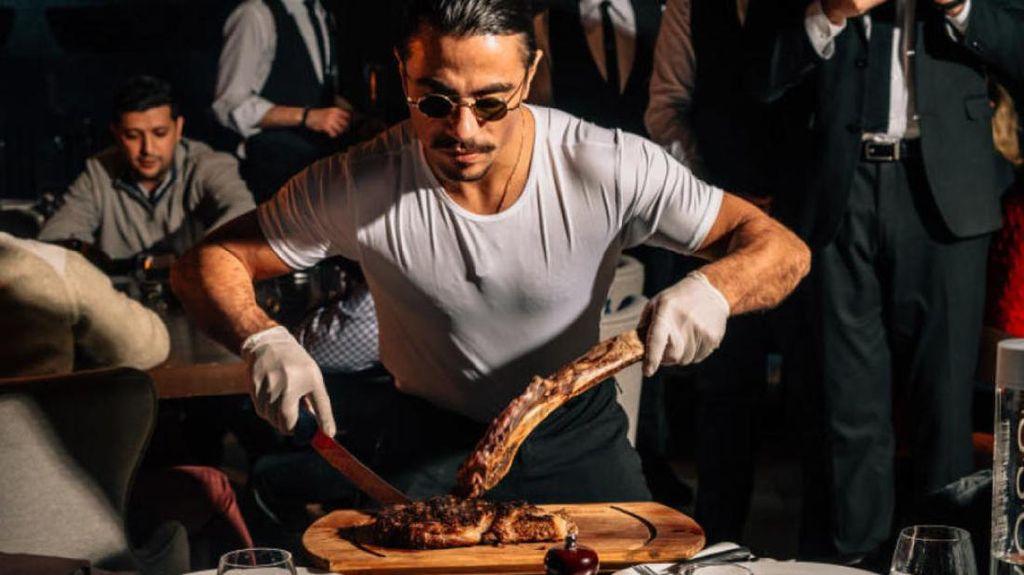 Makan di Resto Salt Bae, Jutawan Ini Bilang Lebih Puas Makan di McD!