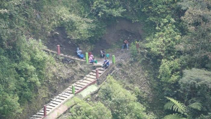 1000 anak tangga menuju dusun Girpasang, Desa Tegalmulyo, Kecamatan Kemalang