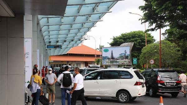 Aktivitas penumpang Bandar Udara (Bandara) Internasional I Gusti Ngurah Rai-Bali meningkatkan saat liburan akhir pekan Paskah 2021. Terhitung dari 31 Maret hingga 3 April 2021, Bandara Internasional I Gusti Ngurah Rai telah melayani sebanyak 47.581 penumpang (dok Bandara Ngurah Rai)