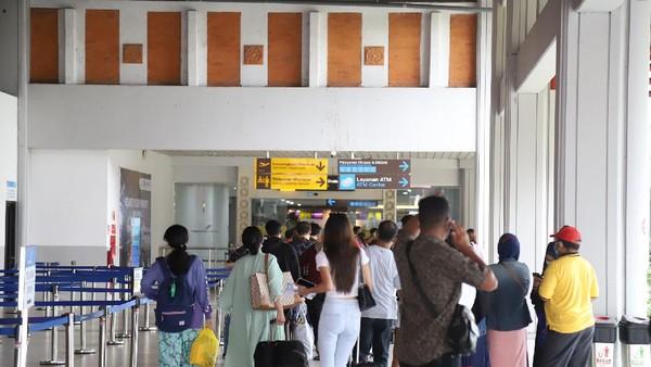 Kedatangan penumpang di Bandara I Gusti Ngurah Rai-Bali memang telah meningkat sejak 31 Maret 2021. Pada saat itu jumlah kedatangan penumpang yaitu sebanyak 6.388. Kemudian terdapat 8.875 penumpang pada 1 April 2021 dan pada 2 April 2021 ada sebanyak 8.497 penumpang (dok Bandara Ngurah Rai)