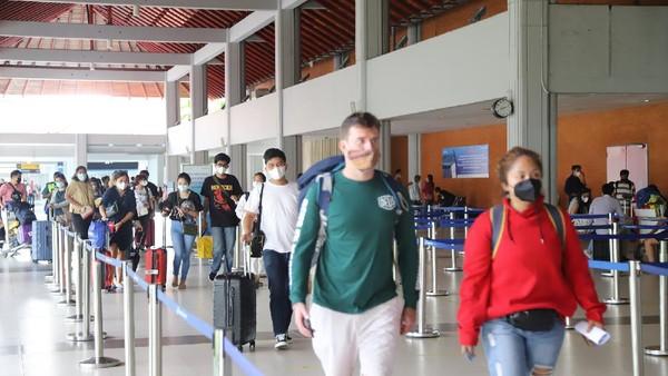 Puncak kedatangan terjadi pada hari Kamis tanggal 1 April 2021 sebanyak 8.875 penumpang. Sedangkan Sabtu tanggal 3 April tahun 2021 penumpang yang datang sebanyak 4.140 penumpang (dok Bandara Ngurah Rai)