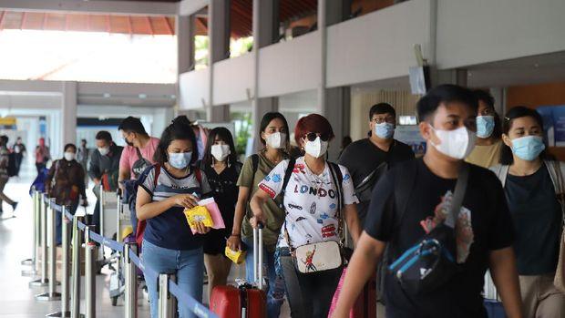 Bandara Ngurah Rai di hari Minggu (4/4).