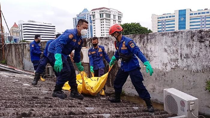 Damkar evakuasi pria tewas tersetrum listrik di Jakpus