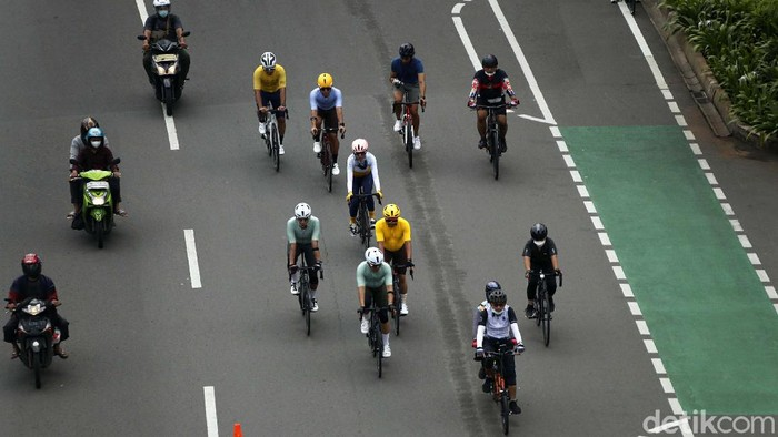 Pemprov DKI Jakarta telah memberikan jalur permanen untuk para pesepeda. Namun masih banyak pesepeda yang bandel dengan berjalan bukan di jalurnya.