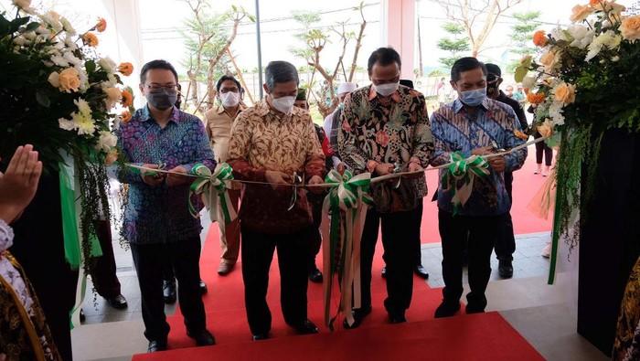 Kota Podomoro Tenjo menghadirkan hunian premium di Bogor. yakni kluster Burgundy dan Kalamentapuri. Hunian ini Dilengkapi dengan berbagai sarana dan infrastruktur.