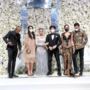 Jessica Iskandar Hadir di Pernikahan Atta-Aurel, Kebaya Seksinya Bikin Salfok