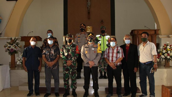 Perayaan Paskah berlangsung hingga hari ini. Polisi bersama TNI dan instansi Pemerintah Kabupaten Nganjuk terus blusukan ke gereja.