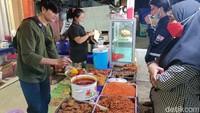 Tampan dan Cantik! 5 Penjual Nasi Kece Ini Bikin Pembeli Salah Tingkah