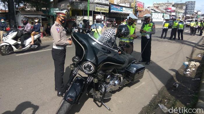 Puluhan bikers berknalpot bising dirazia polisi di Lembang