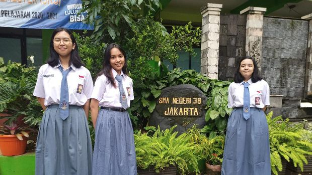 Siswi SMA Negeri 38 Jakarta yang berhasil meraih emas dalam kompetisi internasional
