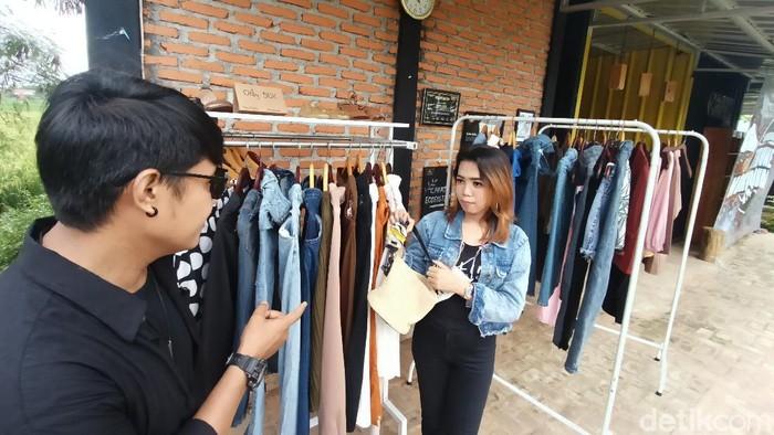 Thrifting tengah digandrung anak muda Karawang di tengah pandemi