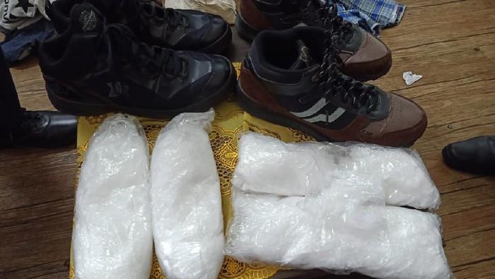 2 pria di Sumut bawa sabu disembunyikan di sepatu