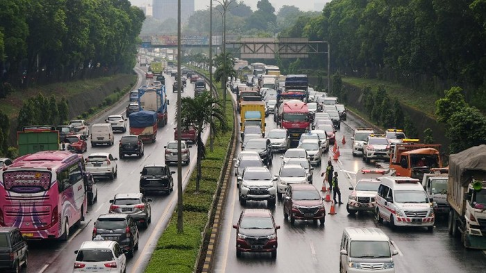 Ada Kecelakaan, Tol JORR Arah Pasar Minggu Macet (Andhika Prasetia/detikcom)
