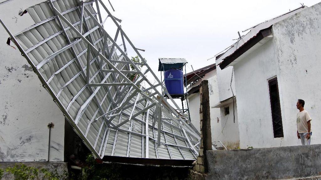 Ratusan Rumah Korban Badai Siklon Seroja di Kupang Dapat Bantuan