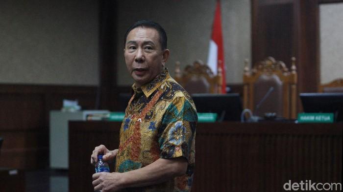 Majelis hakim Pengadilan Tipikor Jakarta menyatakan Joko Soegiarto Tjandra alias Djoko Tjandra bersalah melakukan tindak pidana korupsi di kasus suap red notice dan fatwa Mahkamah Agung (MA). Djoko Tjandra divonis 4 tahun dan 6 bulan penjara dan denda Rp 100 juta subsider 6 bulan kurungan.