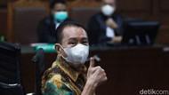Tok! Jempol Djoko Tjandra saat Divonis 4,5 Tahun Penjara