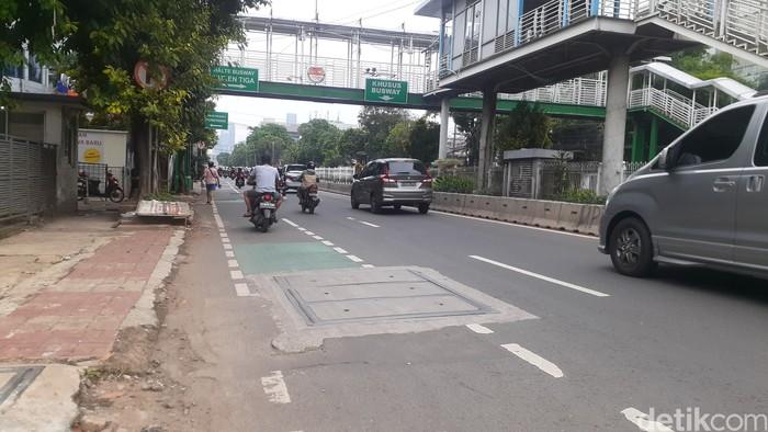 Galian SJUT di Jl Mampang Prapatan Raya, 5 April 2021. (Afzal Nur Iman/detikcom)