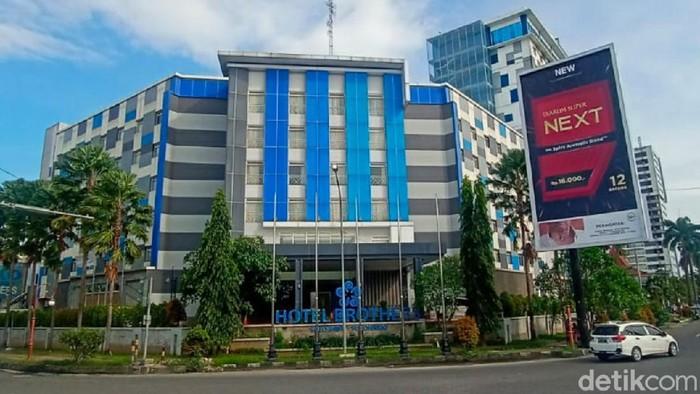 Kejaksaan Agung (Kejagung) menyita Hotel Brothers yang diduga berkaitan dengan tersangka skandal Asabri, Benny Tjokrosaputro. Meski telah disita, hotel yang terletak di kawasan Solo Baru, Grogol, Kabupaten Sukoharjo tersebut masih beroperasi seperti biasa.
