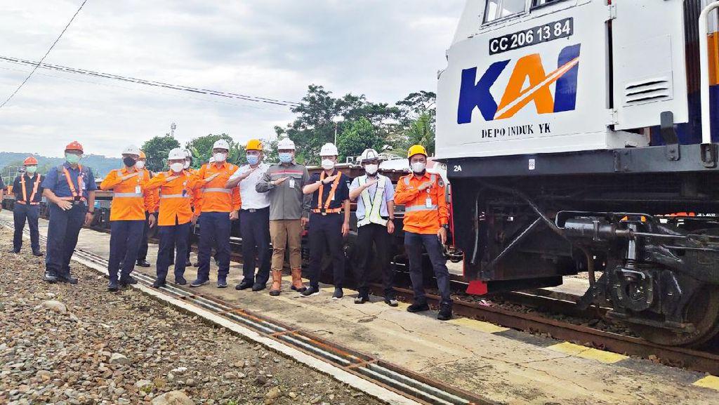 Rel Kereta Cepat JKT-BDG 50 M Diangkut dari Cilacap ke Rancaekek