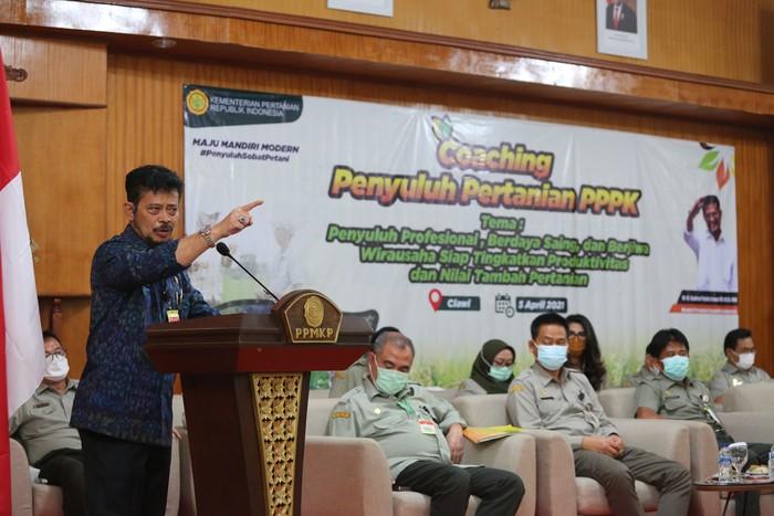 Menteri Pertanian Syahrul Yasin Limpo meminta para penyuluh pertanian untuk aktif mengawal dan mendampingi petani.